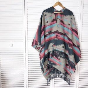 NWT WOMEN AEO Blanket Poncho Charcoal One Size Outfitters WARM SHAWL WRAP